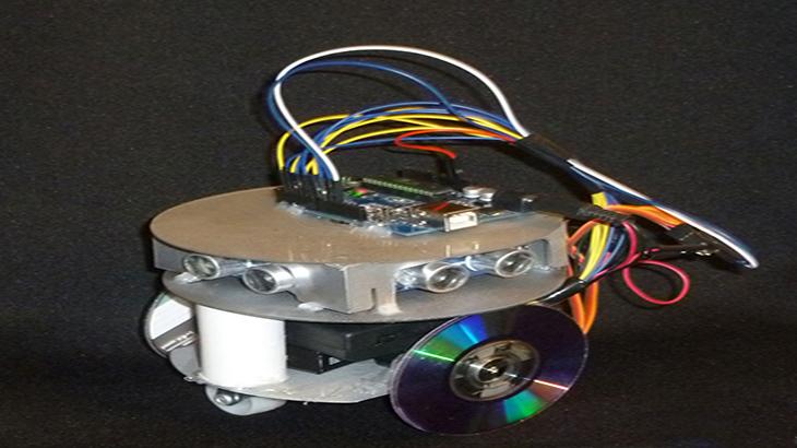 Robot autónomo que recorre un laberinto argentina investiga